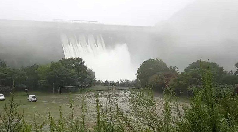 대량물  방류하는 합천댐
